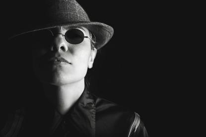 woman in hat wearing sunglasses